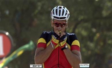 Der belgische Meister Philippe Gilbert gewinnt die 1. Etappe der Tour de France auf dem Mont des Alouettes (Foto: www.letour.fr)