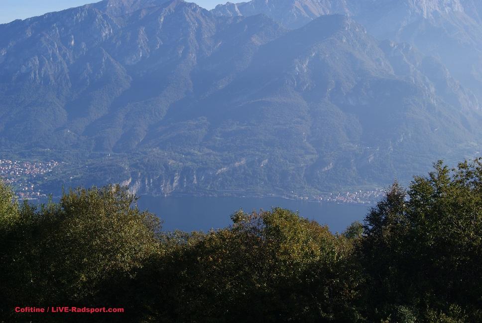 Blick vom Passo del Ghisallo auf den Ostarm des Lago di Como