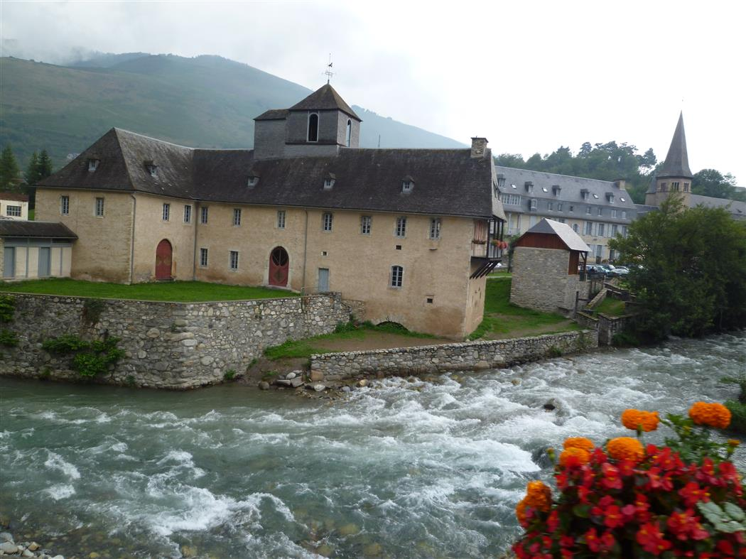 das schmucke Dorf Arreau