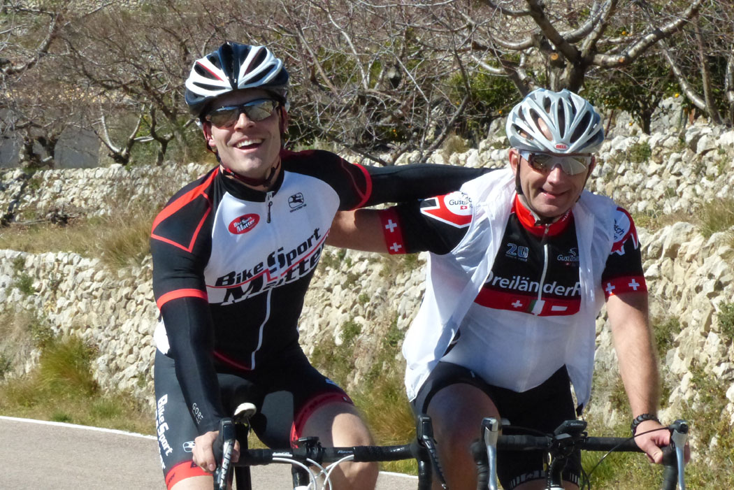 Roger und Daniel, zwei die sich gefunden haben, auf der Passhöhe in Tarbena