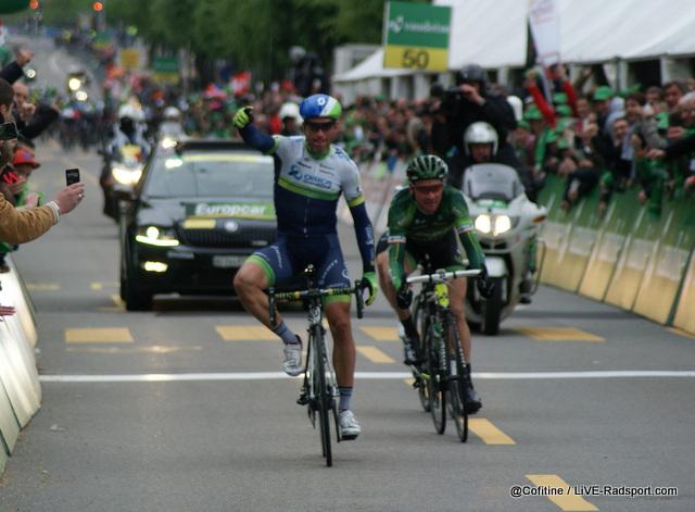 Michael Albasini gewinnt die 4. Etappe der Tour de Romandie in Fribourg