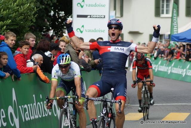 Martin Elmiger jubelt über seinen Sieg bei den Schweizer Meisterschaften in Roggliswil