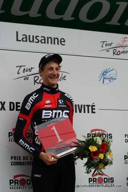 Stefan Küng freut sich über die Auszeichnung als kämpferischster Fahrer der Rundfahrt