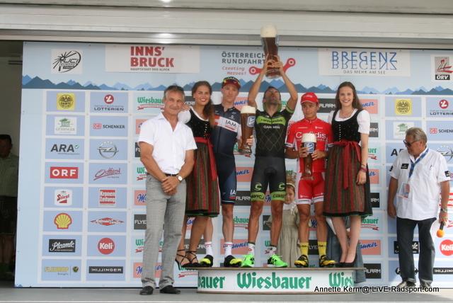 der Sieger und die Besiegten der 8. Etappe mit Siegertrophäe - David Tanner - Moreno Moser - Clément Venturini