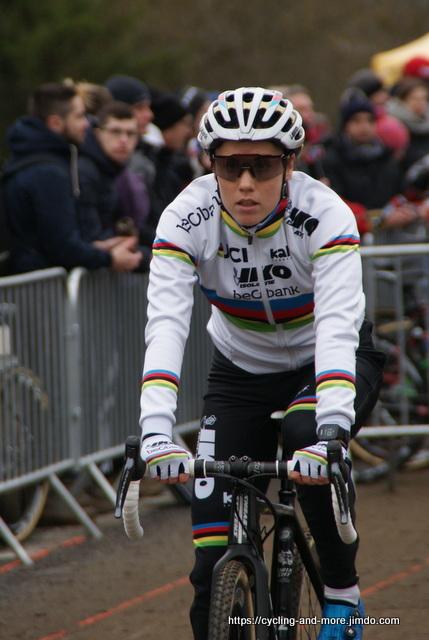 Sanne Cant - hier beim Weltcup in Nommay vor 2 Wochen - ist die alte und neue Weltmeisterin im Cyclo-Cross