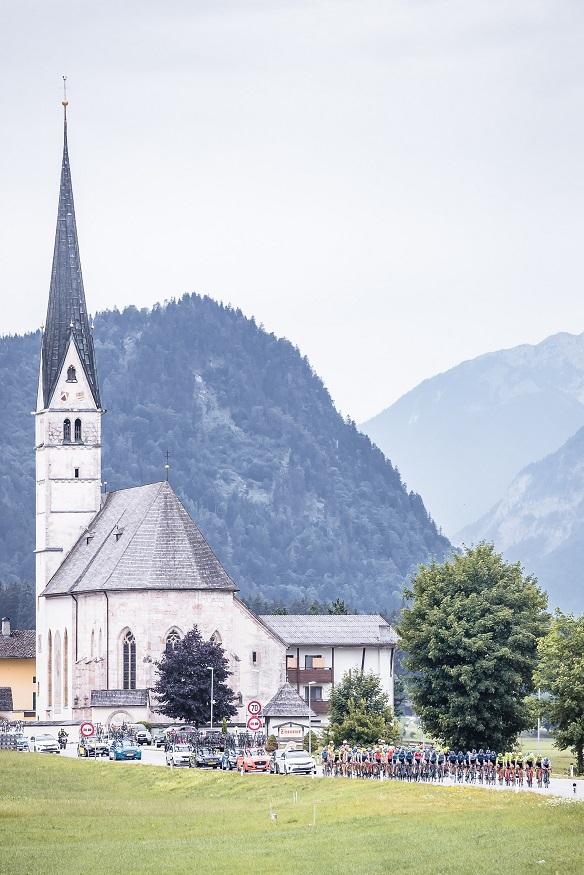 Das Hauptfeld bei Sankt Leonhard (Foto: Expa Pictures)