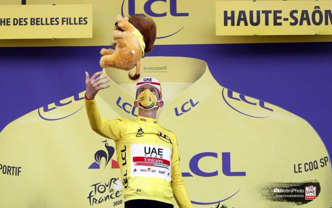 Tadej Pogacar hat im Bergzeitfahren das Gelbe Trikot der Tour de France erobert (Foto: twitter.com/TeamUAEAbuDhabi)