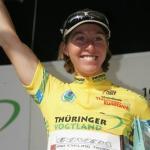 Nicole Cooke nach Etappensieg in Gelb (Foto: http://frauen.thueringenrundfahrt.com)