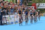 Kitzbühel Triathlon: Radfahrer in der Wechselzone (Foto: sportpress.at)