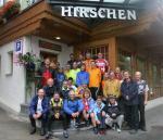 Gruppenfoto vor dem Hotel Hirschen in Grindelwald mit unseren Velofreunden