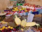 Früchtevielfalt auf dem Markt in Santany
