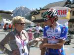 Tour-Direktorin Ursula Riha im Gespräch mit Filippo Pozzato (Foto: Int. Österreich Rundfahrt)