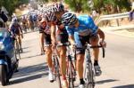 Arrieta (<i>hinten links</i>) hier noch auf der Verfolgung  - später schlug er die Konkurrent (Fotoquelle:http://www.lavuelta.com)