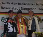 Podium der ehemaligen Meisterinnen bei den deutschen Zeitfahr-Titelkämpfen. Arndt holt Nr.  (© LiVE-Radsport.com)