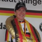 Judith Arndt nach dem Rennen auf dem Podium (© LiVE-Radsport.com)