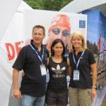 v.l.n.r.: Kitzbühel-Organisator Manfred Bachmann mit Andrea Hewitt (NZL) und Karin Wagner (Marketing) in London (Foto: Dextro Energy Triathlon Kitzbühel)