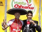 Javier Benitez, mit 6 Siegen der erfolgreichste Sprinter der Vuelta a Chihuahua 2008 + 2009, mit Sänger Javier Fernandez