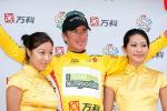 Dirk Müller bekommt das Gelbe Trikot, 5. Etappe Tour of China 2010, Foto: www.bikeman.org