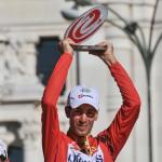 Vincenzo Nibali bekommt in Madrid die Trophäe für den Gesmamtsieg der Vuelta (Foto: Veranstalter)