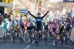 Gregory Henderson gewinnt den Massensprint auf der 2. Etappe von Paris-Nizza (Foto: www.letour.fr)