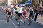 Matthew Goss gewinnt den Sprint der 3. Etappe von Paris-Nizza vor Heinrich Haussler (www.letour.fr)