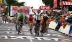 Mark Cavendish gewinnt die 5. Etappe der Tour de France vor Philippe Gilbert, der das Grüne Trikot von José Joaquin Rojas übernimmt (Foto: www.letour.fr)
