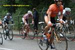 Eneco-Tour 6. Etappe - am Ende des Hauptfeldes quält man sich den Cauberg in Valkenburg hinauf