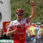 Der Este Rein Taaramäe feiert den Sieg bei der Vuelta-Bergankunft in La Farrapona