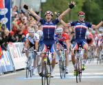 Arnaud Démare bejubelt seinen Sieg im U23-Straßenrennen vor Landsmann Adrien Petit (Foto: copenhagen2011.dk)