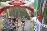 Der Niederländer Jeroen Boelen gewinnt die 4. Etappe im Sprint (Foto: Crocodile Trophy 2011)