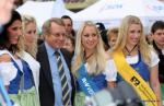 Bayern-Rundfahrt - Familien-Papi Ewald Strohmeier mit den 4 Wertungstrikot-Mädels