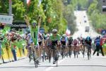 Elia Viviani gewinnt die 2. Etappe der Dauphine vor dem enttäuschten Gianni Meersman (Foto: letour.fr/Veranstalter)