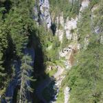 Blick hinunter in die tiefe Schlucht von Sottoguda