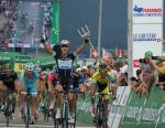 Matteo Trentin feiert den Sieg auf der 6. Etappe der Tour de Suisse