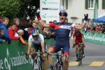 Martin Elmiger gewinnt den Sprint vor Michael Albasini und Steve Morabito