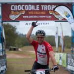 Cory Wallace gewinnt die heute vierte Etappe der Crocodile Trophy auf den Atherton Tablelands. (Foto: Kenneth Lorentsen)