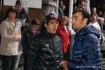 Am Tag vor dem Rennen haben die Fahrer auch teamübergreifen Zeit für Gespräche - hier Jarlinson Pantano von IAM und Luis Angel Mate von Cofidis