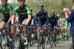 Team Europcar führt das Hauptfeld an der Cote de Saint Roche an