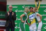 Thibaut Pinot hat das Gelbe Trikot verteidigt - UCI-Präsident Brian Cookson applaudiert