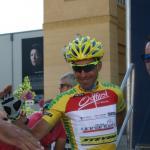 Leader Víctor De La Parte vorm Start der 8. Etappe in Innsbruck