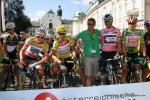 die vier Wertungstrikots am Start der 8. Etappe in Innsbruck