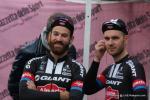 gute Laune auch bei Simon Geschke und Johannes Fröhlinger vor dem Start in Bergamo