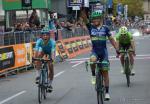 Johan Esteban Chaves gewinnt den Sprint bei der Lombardei-Rundfahrt vor Diego Rosa und Rigoberto Uran