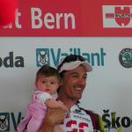 Fabian Cancellara mit Töchterchen bei der Siegerehrung bei der Tour de Suisse 2007