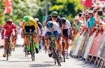 Elia Viviani sprintet zum Sieg in Altheim (Foto: Expa Pictures)