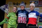 Das Podium der Frauen Elite beim Weltcup Nommay (v. l. n. r.): Kaitlin Keough (USA), Katherine Compton (USA), Pauline Ferrand-Prévot (FRA)