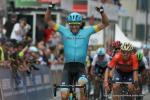 Omar Fraile gewinnt vor Sonny Colbrelli den Sprint der 1. Etappe der Tour de Romandie