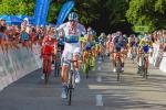 Alexander Kristoff gewinnt den Schlussspurt vor den beiden Italienern Francesco Gavazzi (links) und Marco Canola (Foto: AB Sportphoto, Achim Böckenkrüger)
