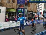 Héctor Carretero siegt im Sprint vor Vuelta-Asturias-Leader Nairo Quintana (Foto: twitter.com/vueltasturias)