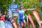 Pierre Latour feiert am Alto del Naranco seinen ersten Sieg seit 2016  (Foto: twitter.com/vueltasturias)
